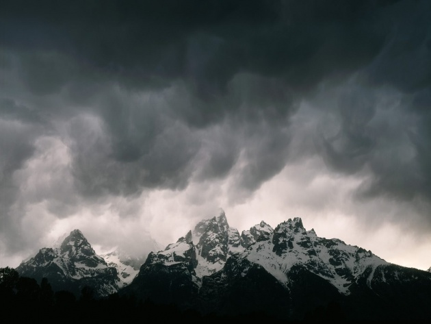 Wallpaper Storm Clouds Over the Mountains