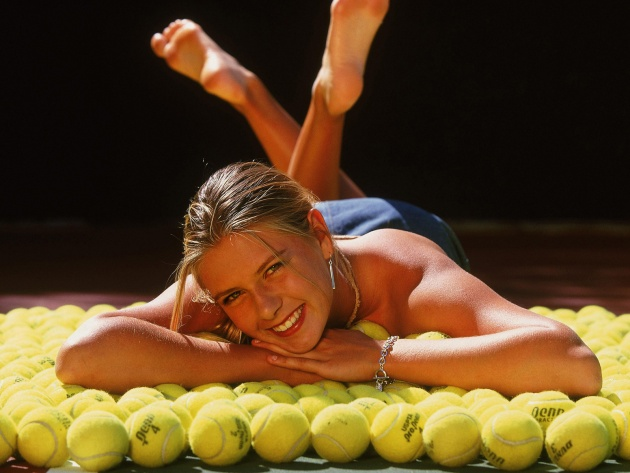 Wallpaper Maria Sharapova lies on a tennis ball