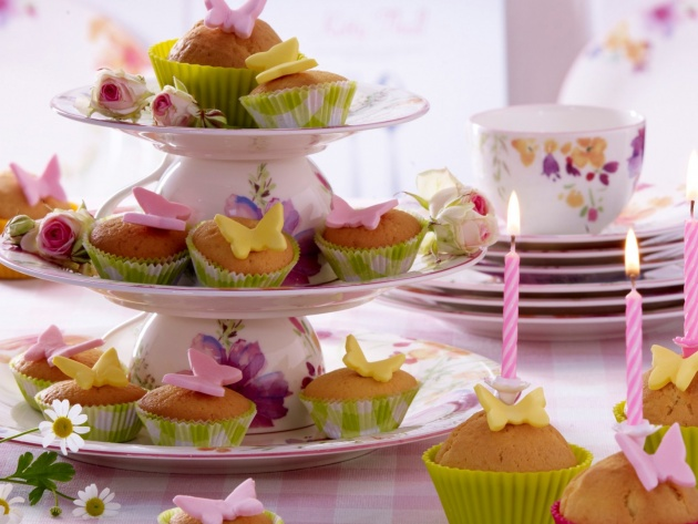 Wallpaper Cupcakes with candles and butterflies