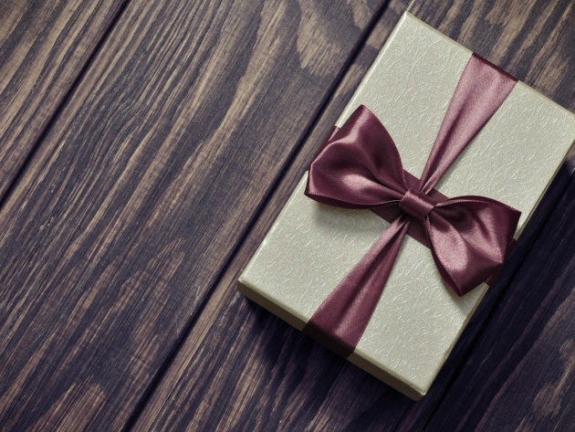 Wallpaper Wrapped gift on a wooden surface