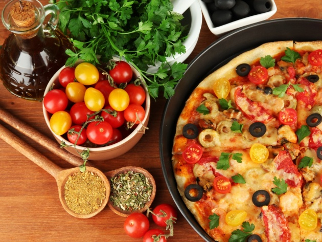 Wallpaper Tasty Italian pizza with cherry tomatoes