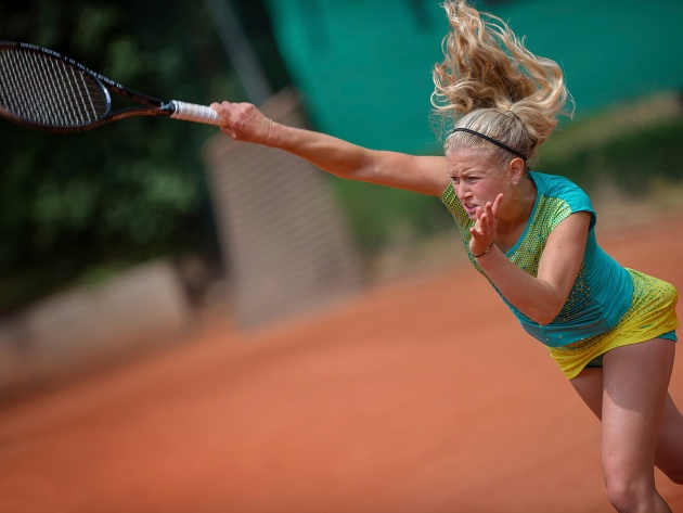 Wallpaper Julia Thiem on the court
