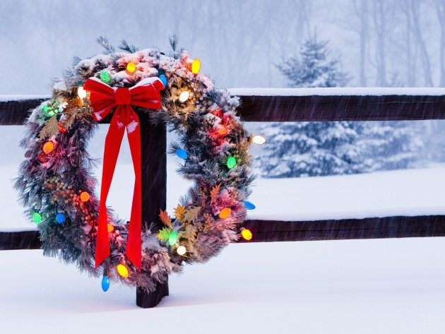Wallpaper Christmas wreath on a fence