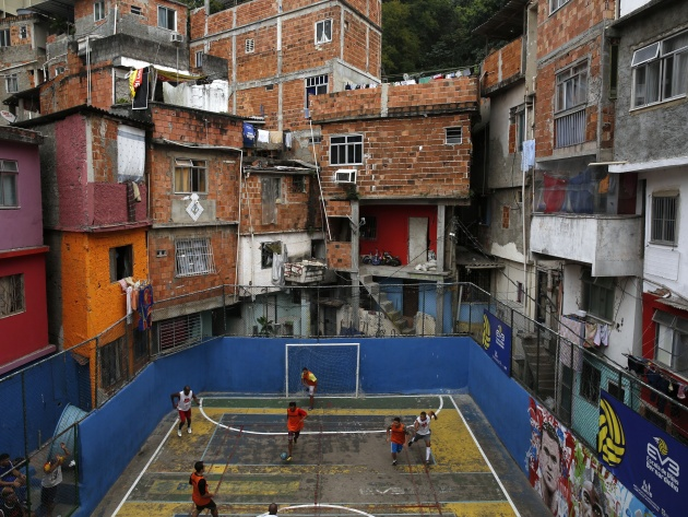 Wallpaper Football ground in the favelas of Rio de Janeiro