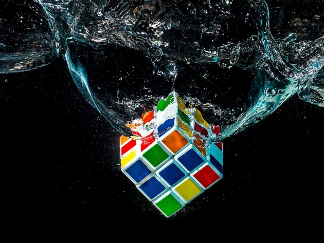 Wallpaper Rubiks Cube in water