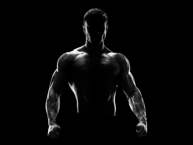 Wallpaper Muscular man in the darkness