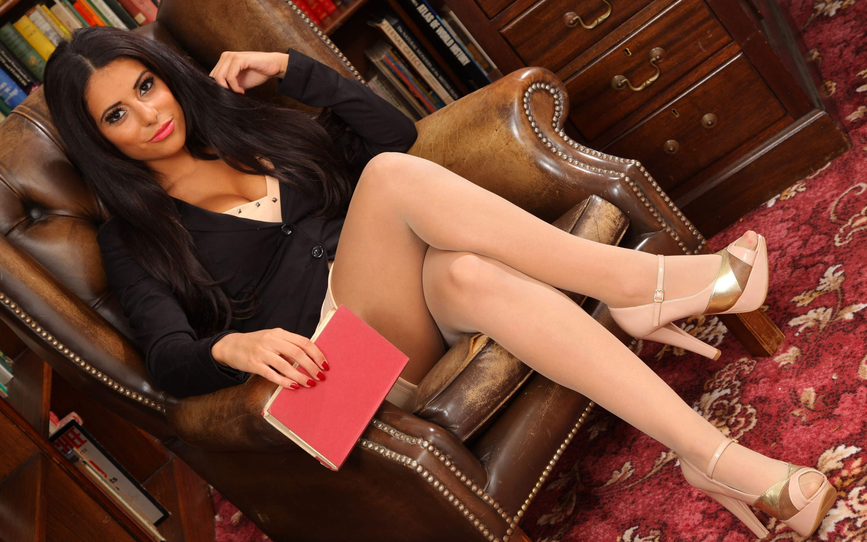 Classy brunette babe Ruth Medina masturbates with foot fetish elements № 331780 загрузить