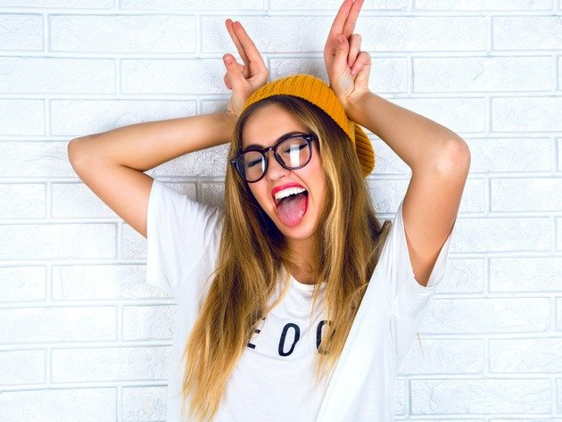 Wallpaper girl, smile, glasses, hat, t-shirt, long hair