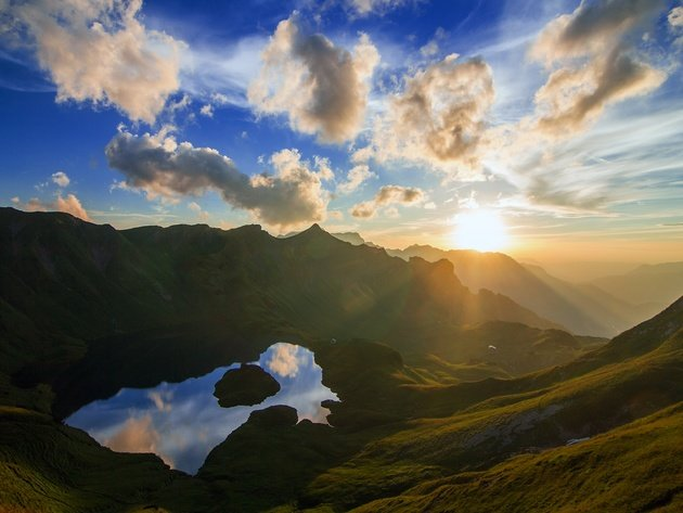 Wallpaper lake, mountains, clouds, rays of the sun, mountain lake