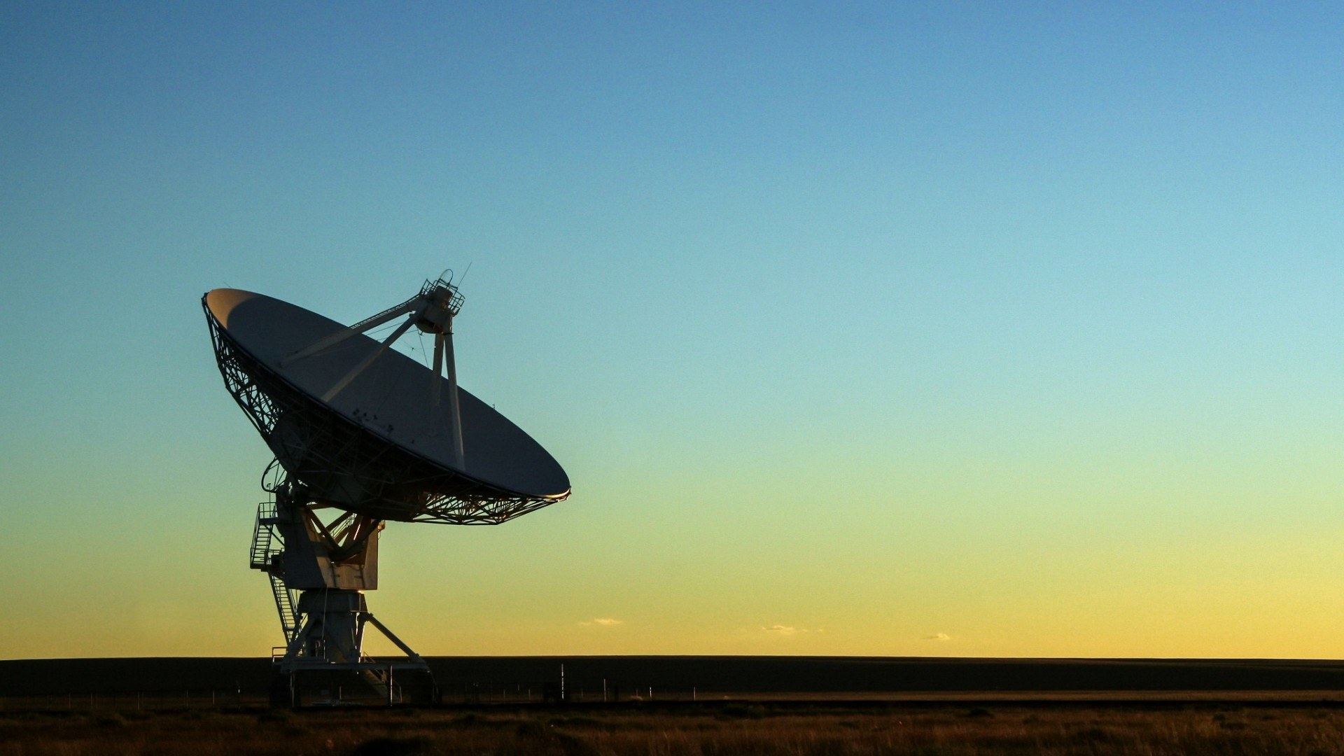 Wallpaper download Radio telescope at sunset